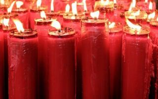 Приворот на красную свечу: как читать на любовь и магическое значение воска