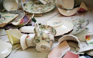 Примета: разбитая посуда в доме, к чему