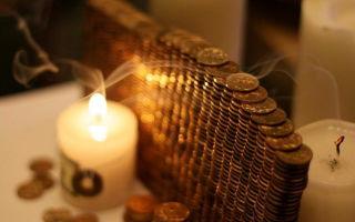 Заговор на прибыль (деньги) в Новый год и Рождество в 2020 году: как читать в домашних условиях, на удачу и купюру