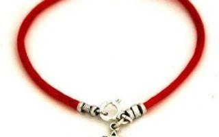 Что означает красная нитка на запястье левой руки: зачем носят, как правильно завязать?