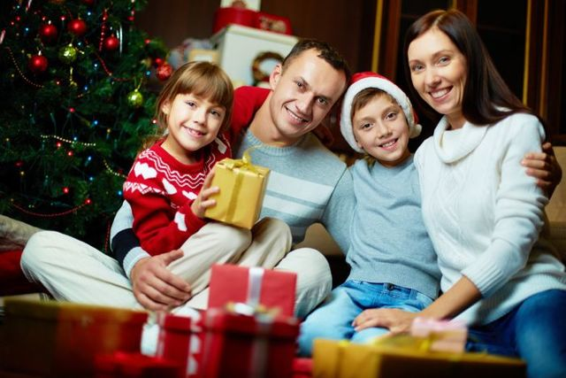 Подарки на Новый год 2020: какие нельзя дарить, какие можно, лучшие и худшие идеи новогодних презентов для семьи и друзей