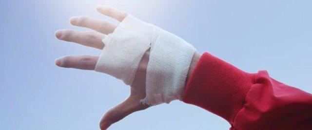 Порезать палец на левой руке: примета, рана на указательном, безымянном, большом, мизинце, среднем