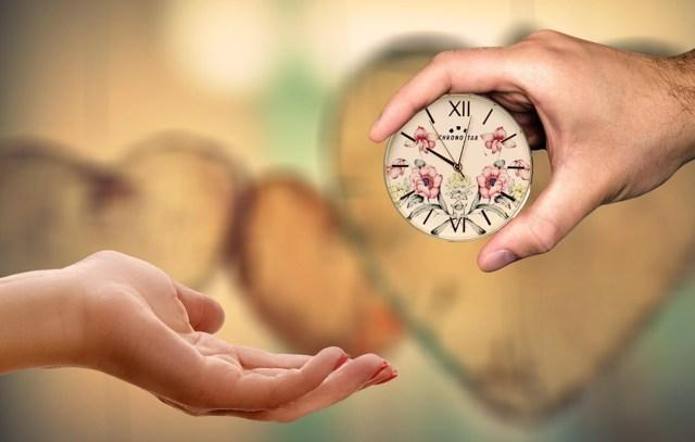 Почему дарить часы плохая примета: к чему