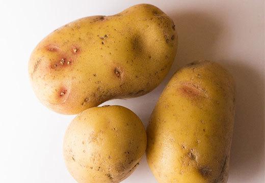 Заговор от бородавок: читать, на нитку, картошку