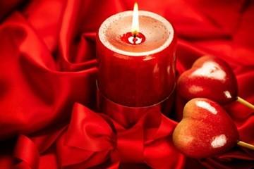 Приворот на скрученные, церковные свечи: читать, последствия