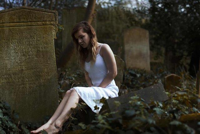Приворот на кладбище: по фото, который нельзя снять