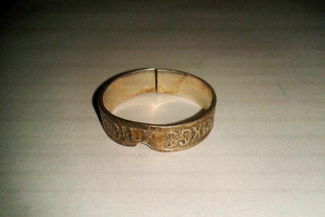 Лопнуло кольцо: спаси и сохрани, примета, на пальце
