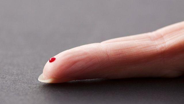 Приворот на кровь из пальца: читать на фото, на расстоянии