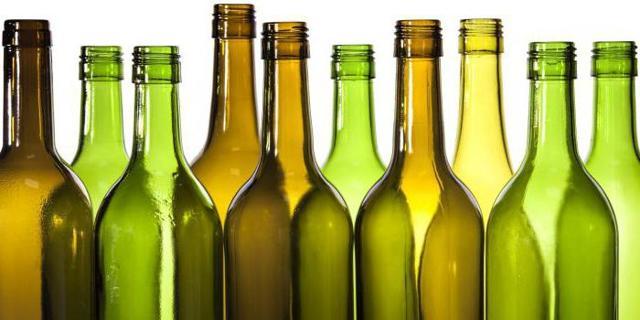 Почему нельзя ставить пустую бутылку на стол: приметы
