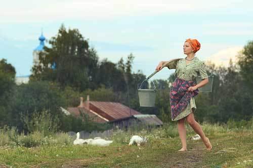 Баба (женщина) с пустым ведром: примета, к чему