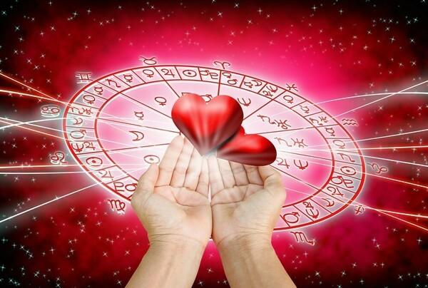 Гороскоп на 2020 год по году рождения для женщины-Петуха: что ждет в любви и отношениях, деньгах и карьере, прогноз от Глоба и Володиной
