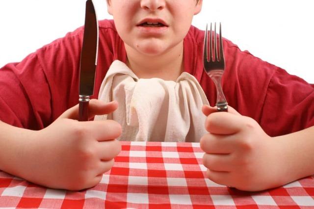 Почему нельзя есть с ножа: примета