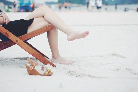 Заговор от боли в ногах: читать, ноющая, на себя