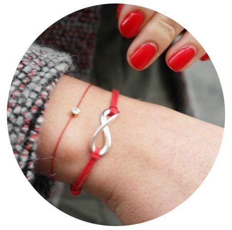 Как желание загадать на красную нить: исполнение, на какой руке, как завязать