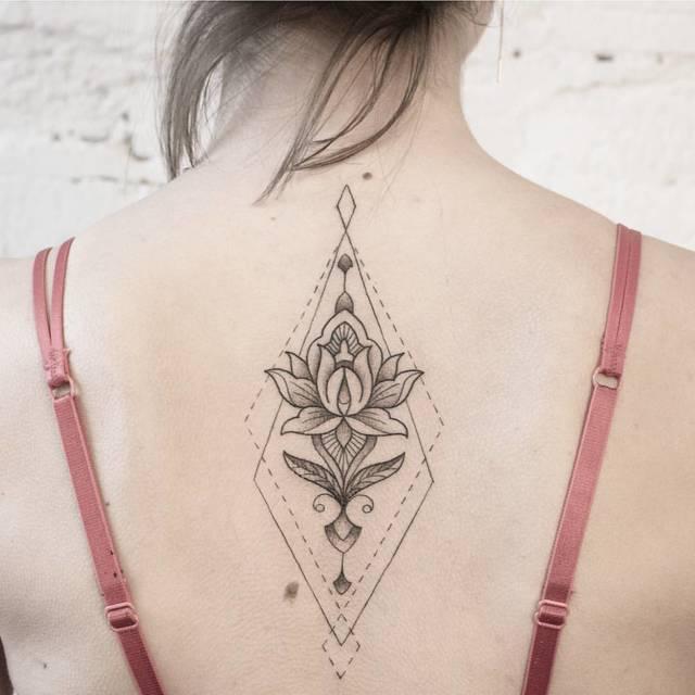 Мандала лотос: значение цветка, эскиз для тату, шаблон для раскрашивания