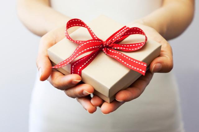 Приворот на подарок, который нельзя снять: в домашних условиях