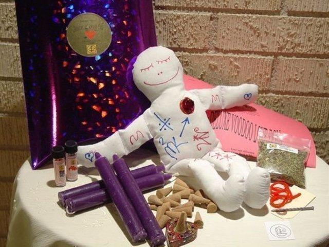 Кукла Вуду на любовь: как сделать, приворот, в домашних условиях