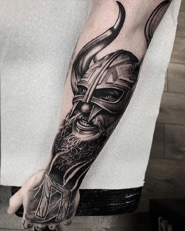 Руны в тату: значение скандинавских символов и славянской вязи, наколки викингов и воинов, эскизы для мужчин и девушек, рисунки на руке и пальцах, предплечье, шее