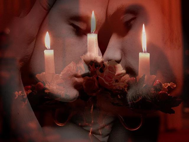 Приворот на красную свечу: читать на любовь