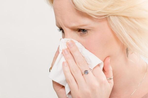 К чему чихать в пятницу: чихалка по времени правдивая для девушек