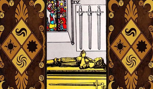 4 Мечей (Четверка Клинков, Шпаг): значение аркана Таро, сочетания с другими картами, толкование в гаданиях и раскладах, перевернутая и прямая