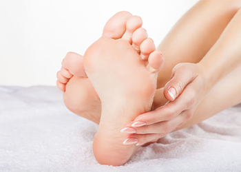 Примета: чешется нога правая, левая, ступня