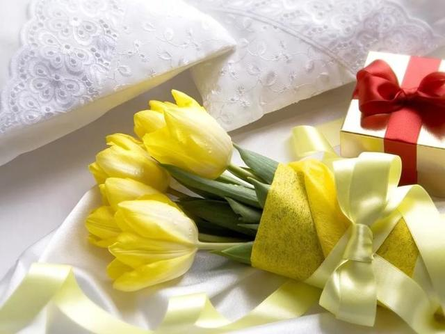 Желтые цветы: к чему, почему нельзя дарить, можно ли
