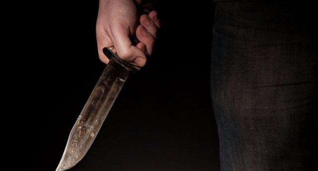 Почему нельзя оставлять нож на столе: примета
