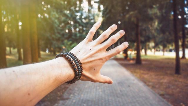Родинка на ладони (пальцах): хиромантия, значение, у женщины