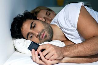 Обряд на верность: читать заговор на мужчину, мужа, перед сном