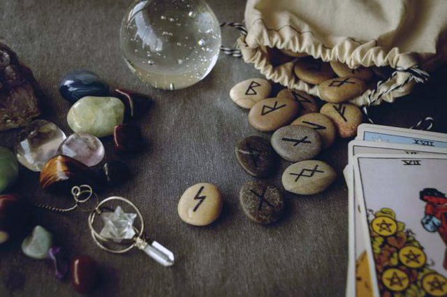 Руна Гебо: значение прямой и перевернутой, фото, описание и толкование в раскладах, гадание на отношения и любовь, совет на ситуацию и на день, амулет, тату