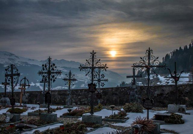 Кладбищенский приворот: вернуть человека, последствия