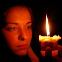 Гадание с зеркалом и свечой в Новый год и Рождество в 2020 году: на суженого, на смерть