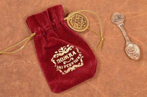 Ложка-загребушка заговор: когда читать, сувенир для денег, в какое время