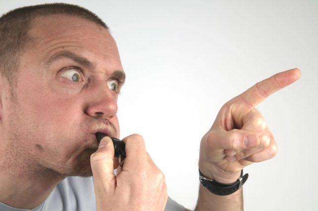 Почему дома (в помещении) нельзя свистеть: примета