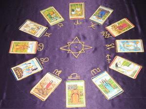 9 Мечей (Девятка Клинков, Шпаг): значение аркана Таро, сочетания с другими картами, толкование в гаданиях и раскладах, перевернутая и прямая