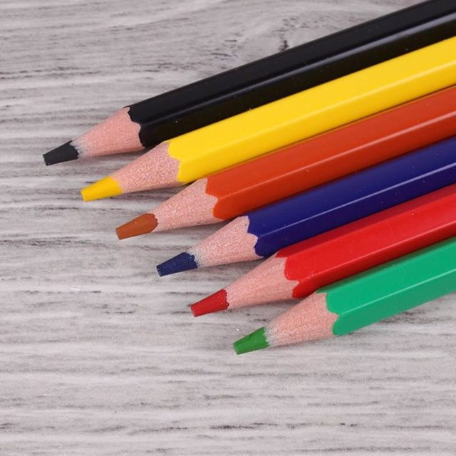 Гадание домовой помощник в Новый год и Рождество в 2020 году: онлайн, чайка, на карандашах, топотун