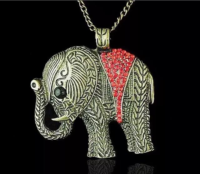 Талисман слон: значение, с поднятым хоботом, индийский