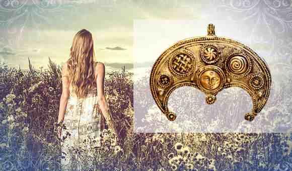 Славянский оберег Лунница: значение для женщин символа Древней Руси, отличие трехрогой от двухрогой, где набивать тату, из чего делать амулет