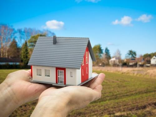 Молитва на продажу квартиры (дома): быстродействующие, Николаю Чудотворцу, в домашних условиях