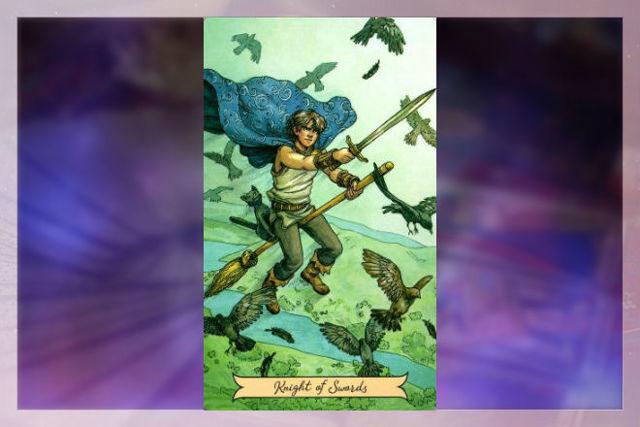 Рыцарь Мечей (Всадник Клинков, Шпаг): значение аркана Таро, сочетания с другими картами, толкование в гаданиях и раскладах, перевернутый и прямой