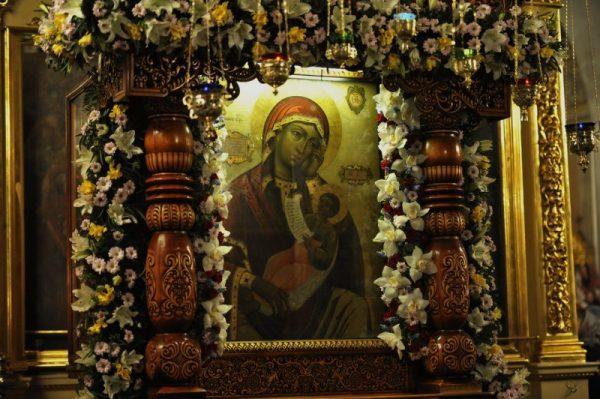 Молитва иконе Божьей Матери «Утоли мои печали»: на русском языке, в чем помогает