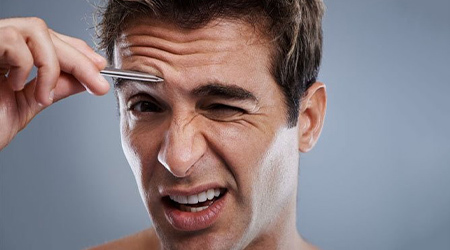 К чему чешутся брови: приметы, что значит, правая