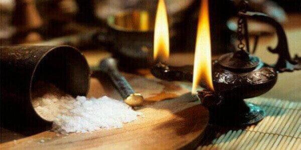 Как снять с себя порчу солью: самостоятельно, в домашних условиях, четверговой
