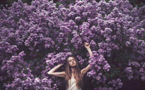 Фиолетовая аура (сиреневая): что означает для человека, влияние на здоровье и характер, сочетание с другими оттенками, особенности в зависимости от места на теле