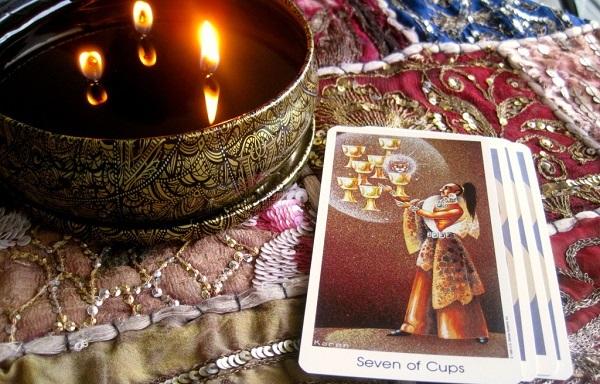 7 Кубков (Семерка Чаш): значение аркана Таро, сочетания с другими картами, толкование в гаданиях и раскладах, перевернутая и прямая