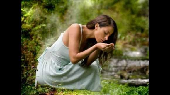 Заговоры от болезней: на воду, себя, молитвы