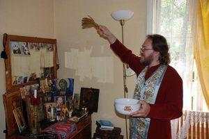 Молитва на освящение всякой вещи: православная, дома, святой водой