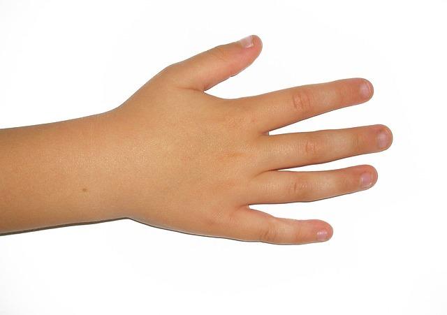 Заговор от вросшего ногтя: как избавиться на ноге, на укрепление, чтобы ребенок не грыз