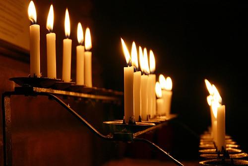 Отчитка молитвами: что такое, православными, в церкви